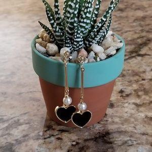 NWOT Boucle D'oreille Heart Earrings, Black